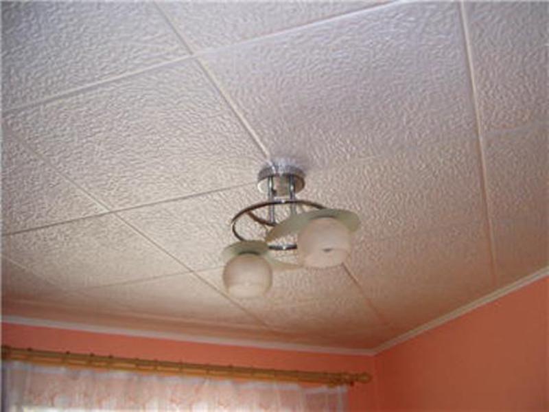 Как красиво наклеить потолочную плитку