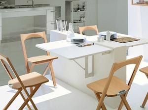 Складные стулья в кухне