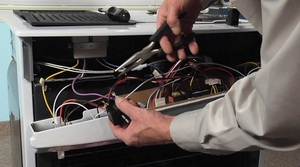 Как установить встраиваемый электрический духовой шкаф: виды духовых шкафов, нюансы установки и подключения