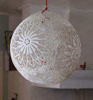 Удивительные люстры, сделанные из подручных материалов