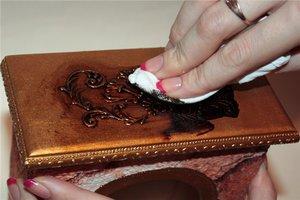 Особенности применения битума для патинирования мебели из дерева