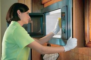 Способы быстрой очистки микроволновки внутри в домашних условиях