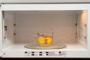 Описание процедуры очистки микроволновки лимонной кислотой или лимоном