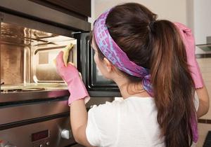 Особенности очистки микроволновки внутри хозяйственным мылом