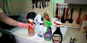 Наиболее популярные химические средства для очистки кастрюль от нагара и жира