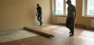 Как постелить линолеум в комнате с мебелью